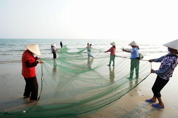 动感刺激的东兴红石谷漂流           万鹤山海洋原生态