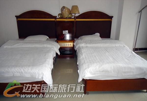 东兴鑫峰商务酒店