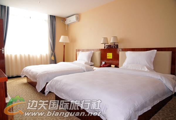 东兴六宝大酒店