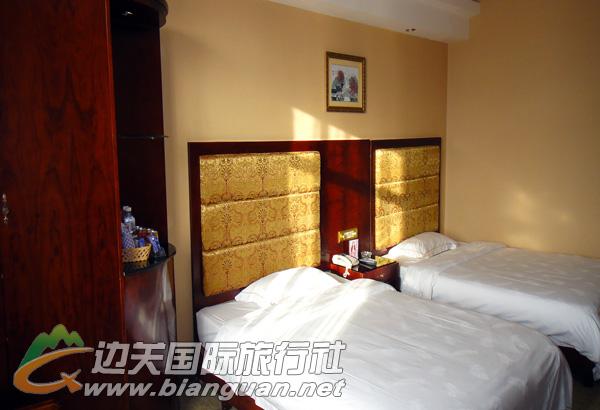 东兴峒中时代假日酒店(垌中店)