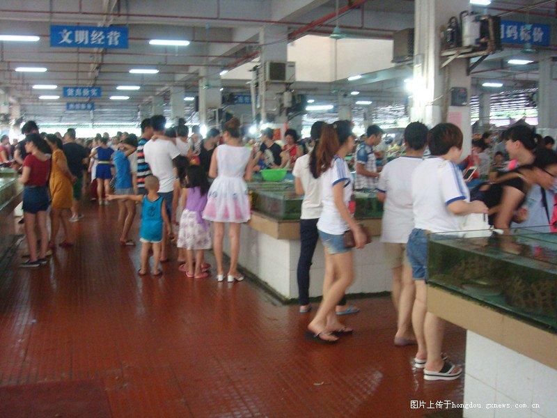 来防城港旅游,吃海鲜,万尾金滩海鲜市场您应该要懂