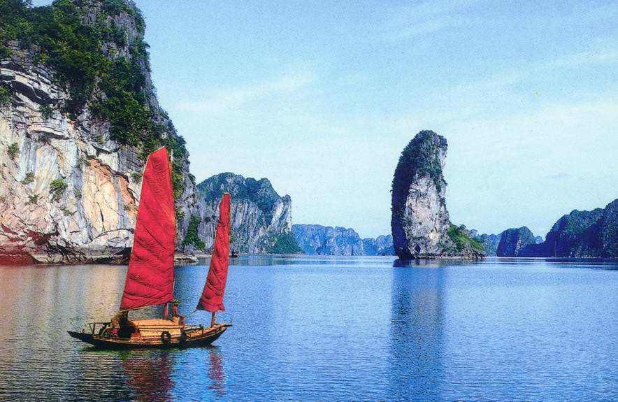 越南下龙湾(海上过夜)、摩天轮、缆车、蜡像馆、古帆船3天游