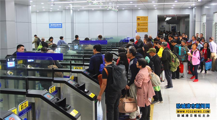 出入境旅客使用自助查验通道从东兴口岸过关